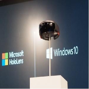 Microsoft tiếp tục trình diễn Hololens: khi ảo và thật không còn khoảng cách