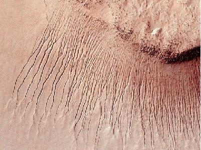 NASA tìm thấy nước ở dạng lỏng trên Sao Hỏa, hứa hẹn cho dấu hiệu của sự sống