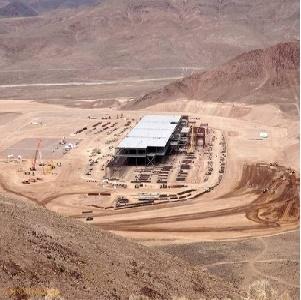 Nhà máy năng lượng Mặt Trời của Tesla sẽ là công trình lớn nhất con người từng xây dựng?