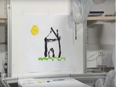Robot trợ giúp con người vẽ tranh từ xa bằng... mắt