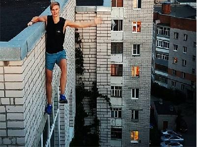 """Tử vong vì ngã từ nhà cao tầng khi đang chụp ảnh """"tự sướng"""""""