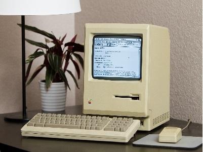 """Xem """"cụ máy tính"""" 29 tuổi lần đầu tiếp xúc với Internet bỡ ngỡ như thế nào"""