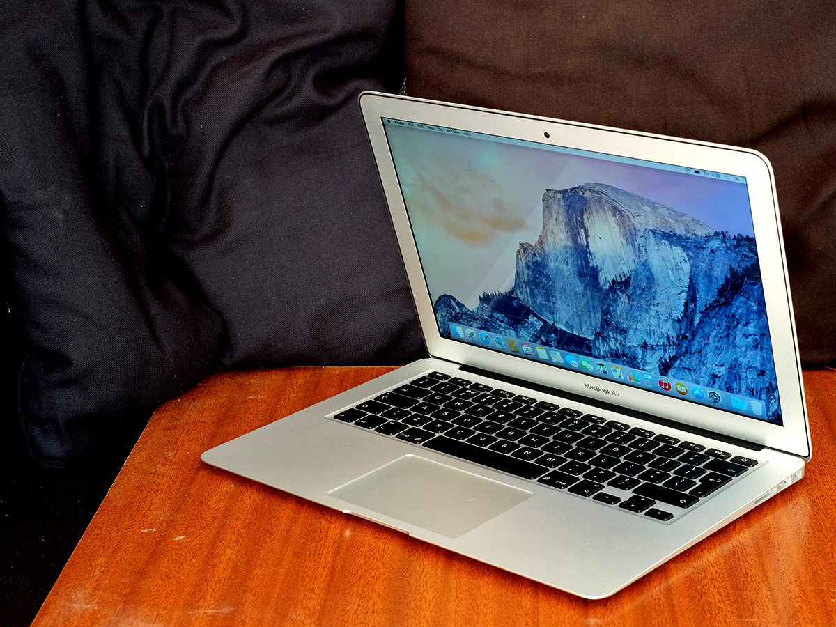 Đang tải MacBook_Air_13_inch.jpg…