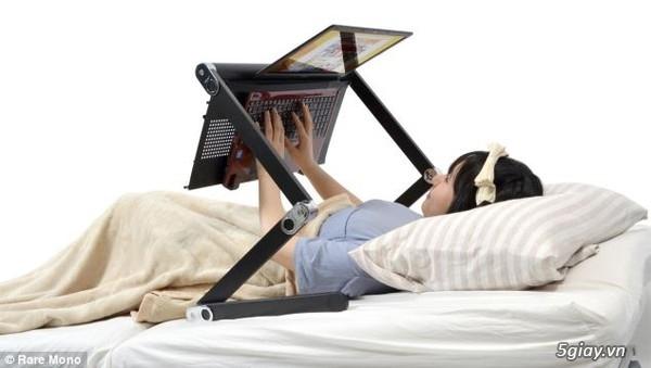 Bàn sử dụng laptop hoàn hảo... cho người lười - 28698