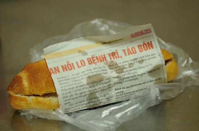 Bánh mì được gói bằng giấy in/túi nilon không tốt cho sức khỏe