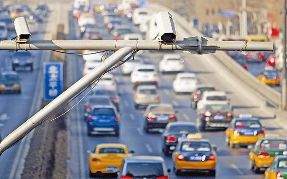 Các camera giám sát được lắp đặt trên nhiều tuyến đường ở Bắc Kinh.
