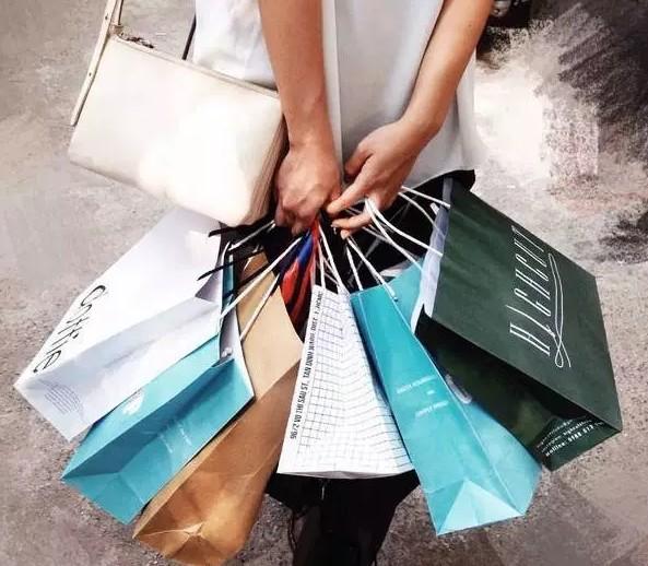 Túi giấy tiện lợi và thời trang cho người mua hàng
